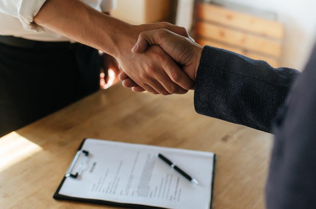 Unterzeichnung eines Franchise-Vertrags